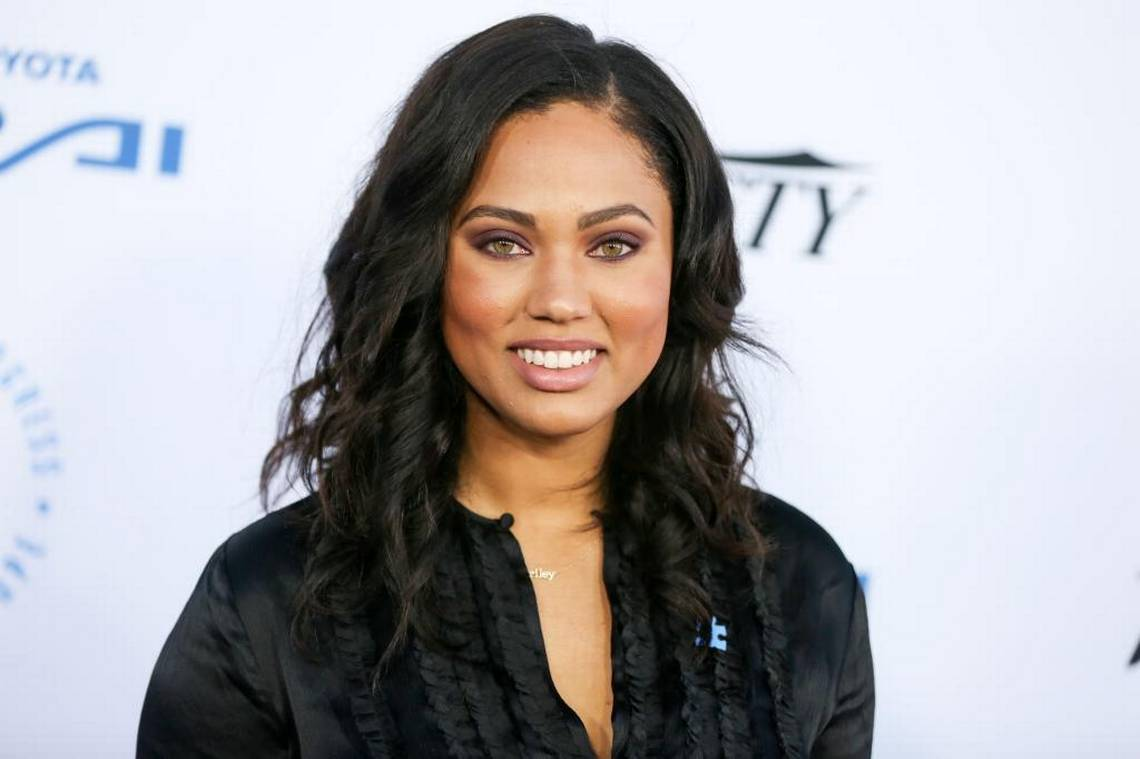 ayesha-curry-shuts-down-the-pregnancy-rumors-by-clapping-back-at-fan-who-asked