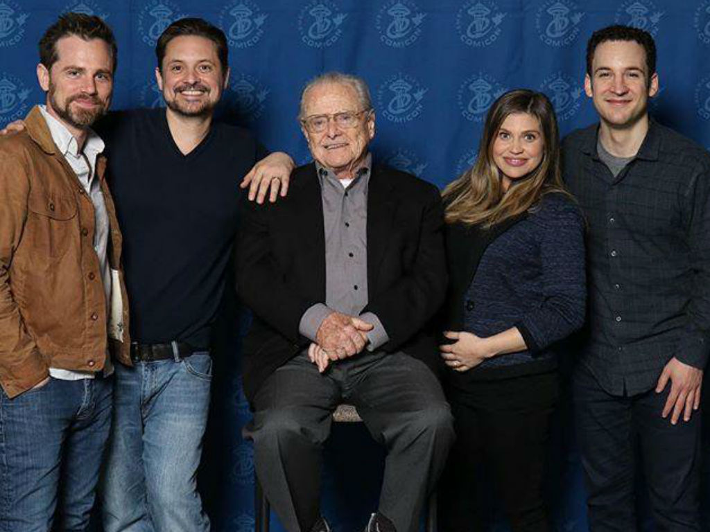 boy-meets-world-cast-reunites-for-hilarious-photo-to-celebrate-pregnant-danielle-fishel
