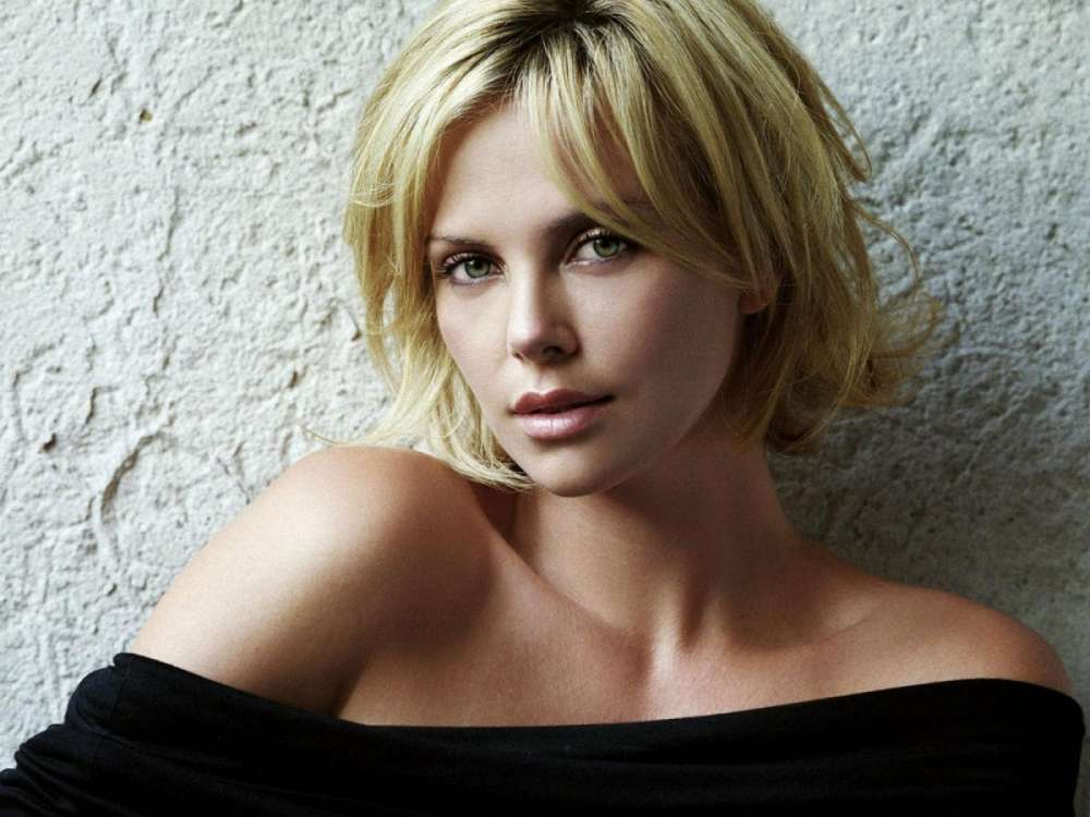 charlize-theron-dishes-on-supposed-angelina-jolie-feud