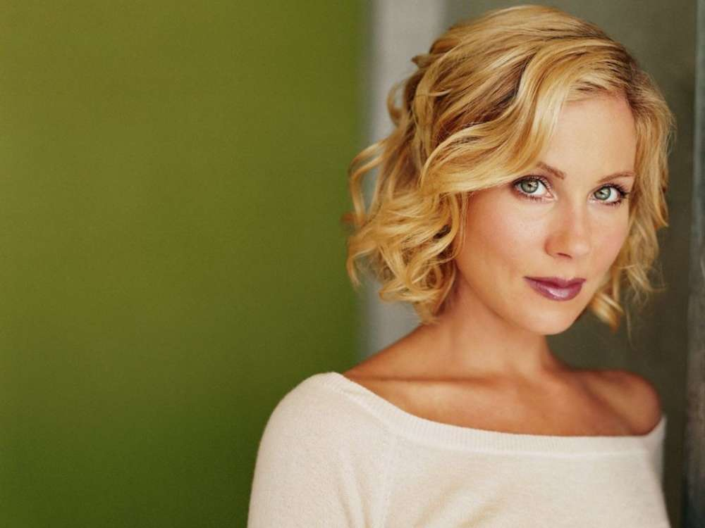 christina-applegate-reveals-she-needed-therapy-after-filming-dead-to-me