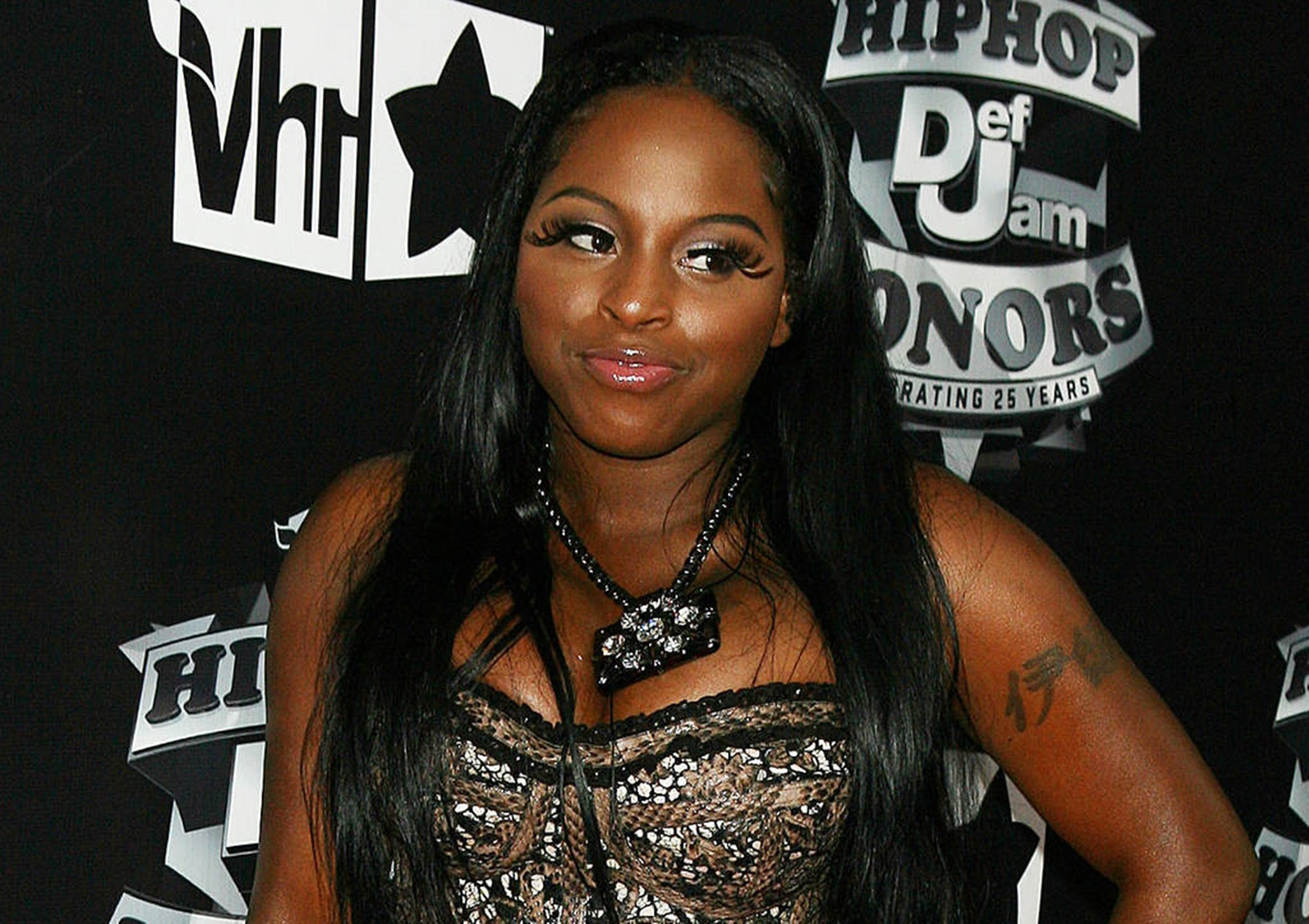 """kandi-burruss-fans-chase-foxy-brown-who-is-legally-deaf-off-stage-in-must-watch-video-they-wanted-lil-kim"""