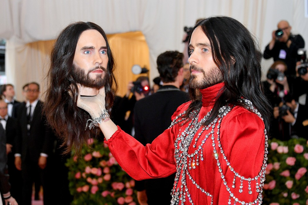 """jared-leto-carries-his-head-at-the-met-gala"""