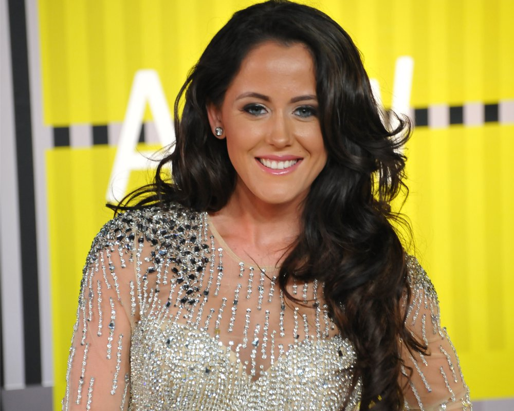 jenelle-evans-enjoys-the-weekend-with-her-chicken-following-the-controversial-killing-of-their-dog-nugget