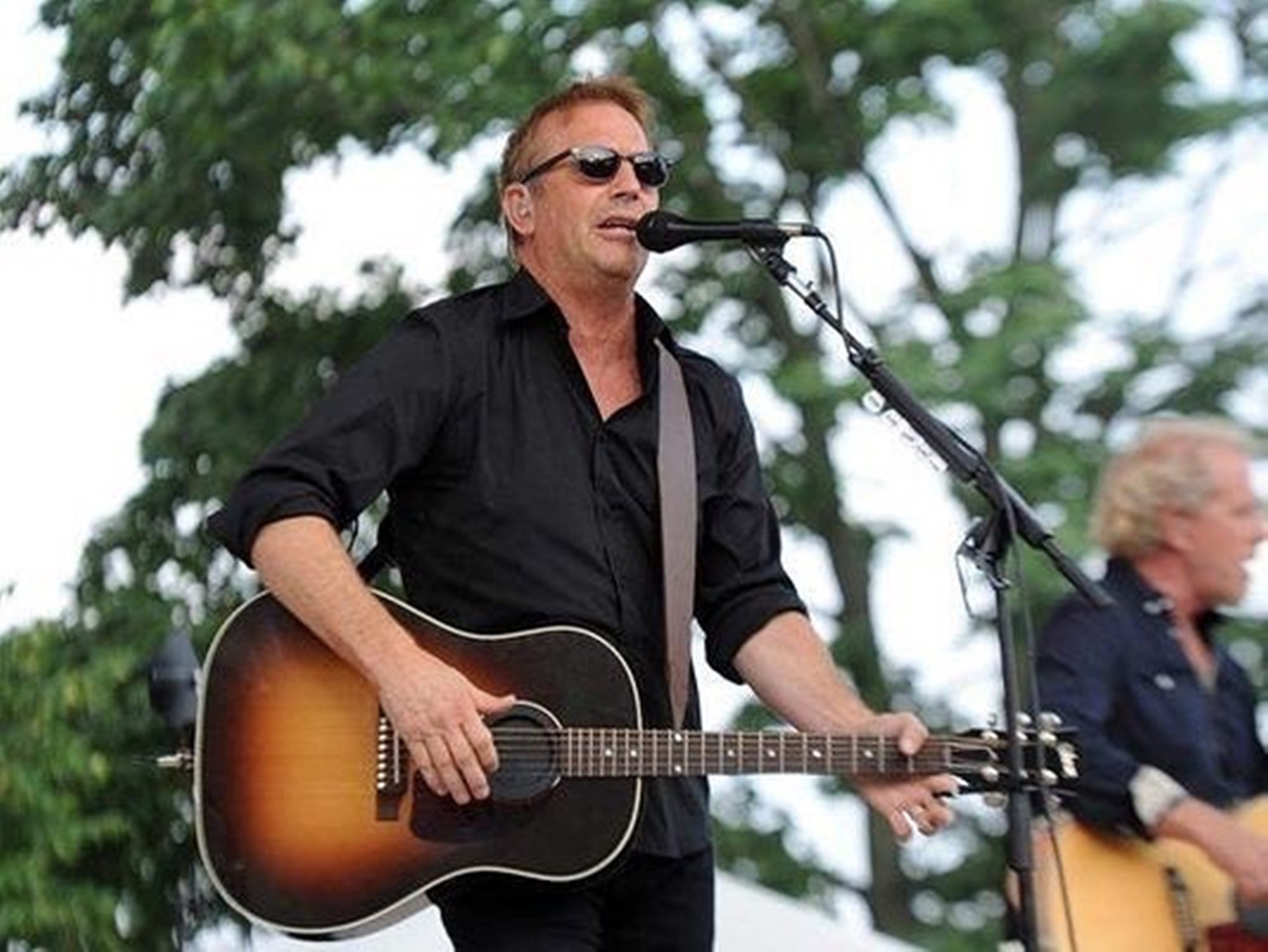 """kevin-costner-slams-u-s-politics-is-he-going-after-donald-trump"""