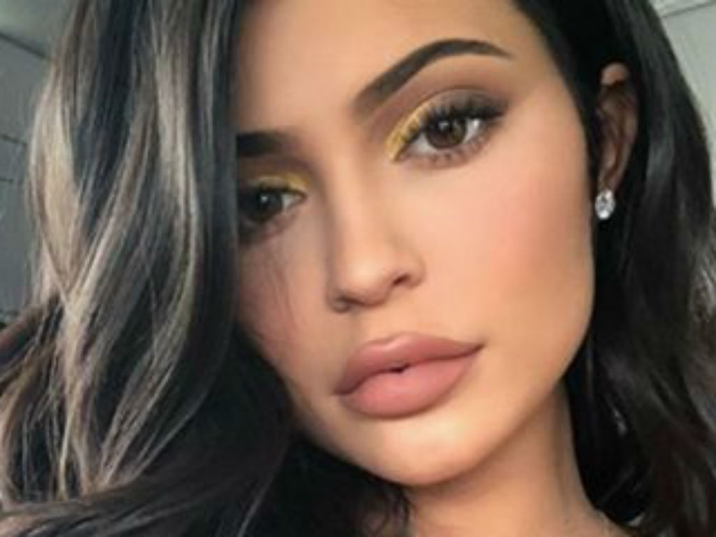 fans-question-kylie-jenners-skin-care-knowledge-after-she-posts-video-to-promote-kylie-skin-cleanser