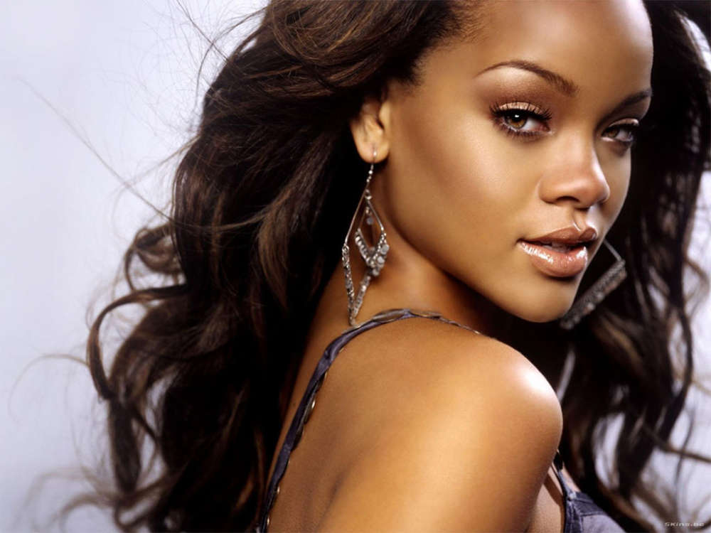 rihanna-about-to-release-brand-new-fashion-line-to-the-masses