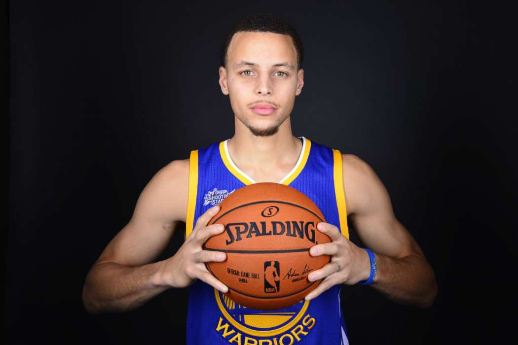 84cf5804a651 Stephen Curry Defends Ayesha Following Her Comments On Red Table ...