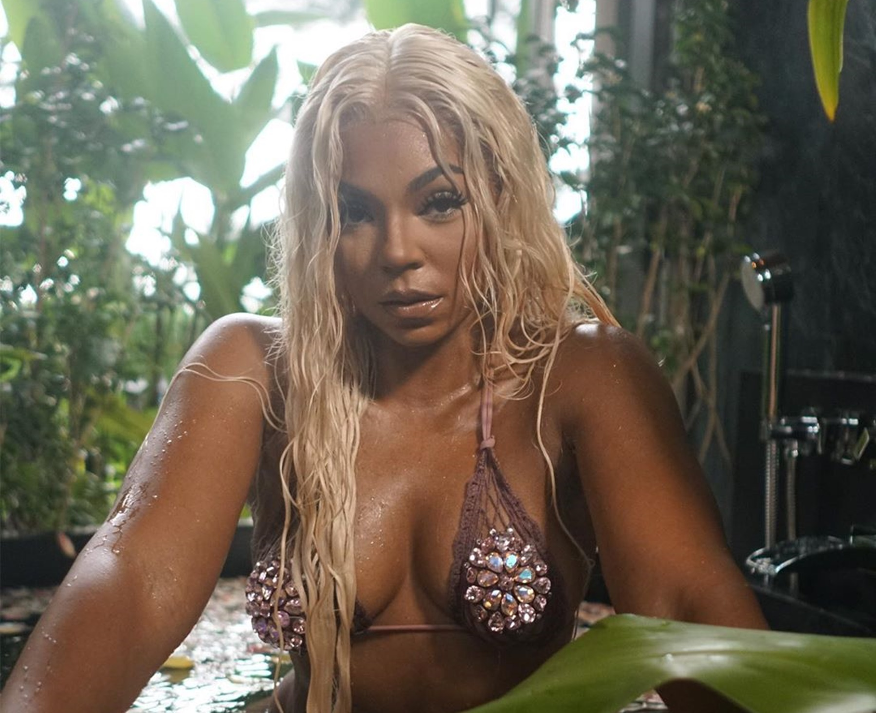 ashanti-has-fans-drooling-in-sensual-barely-there-bathing-suit-while-playing-in-a-bathtub-full-of-rose-petals