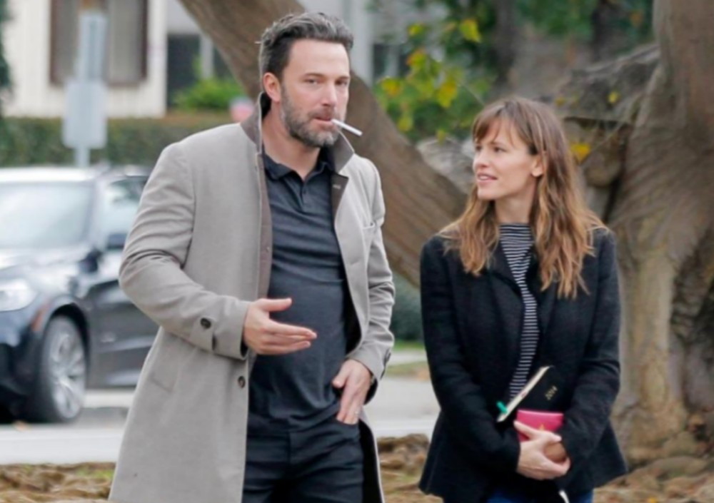 """""""jennifer-garner-read-a-book-to-seraphina-and-ben-affleck-and-now-the-internet-wants-them-back-together-watch-video"""""""