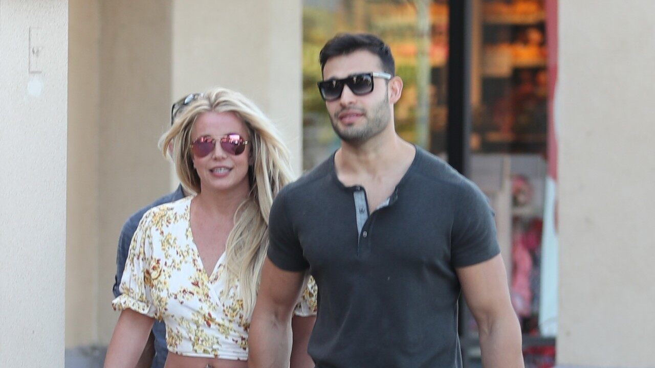"""""""britney-spears-and-sam-asghari-look-happy-during-shopping-trip-despite-the-drama-in-her-life"""""""