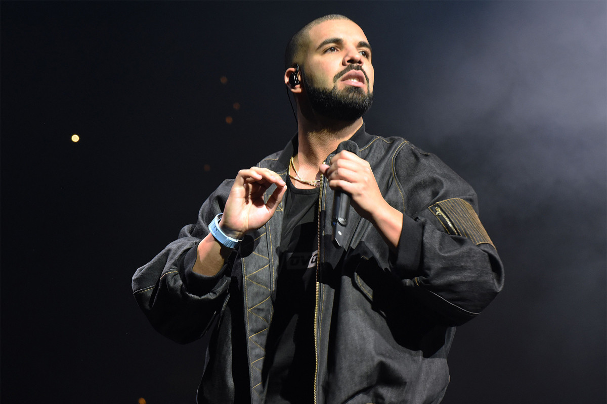 """drake-shocks-and-stuns-crowds-after-he-landed-in-the-bahamas-for-vacation"""