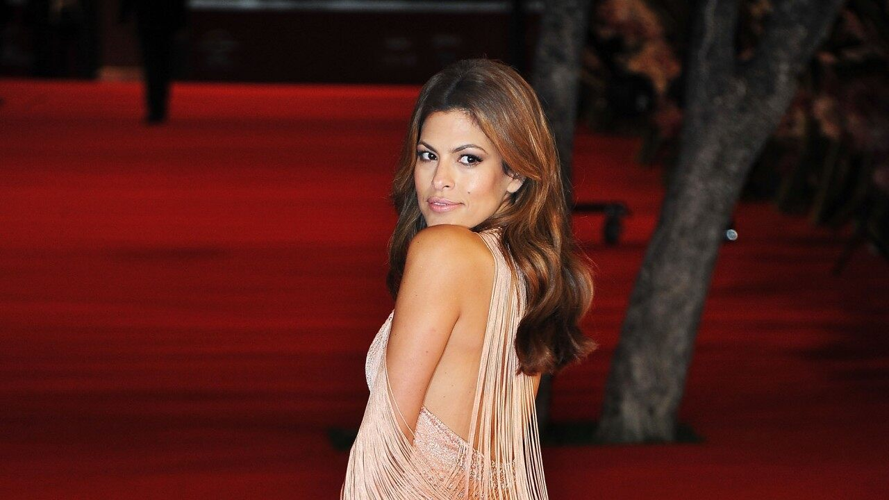eva-mendes-admits-she-and-ryan-gosling-are-having-trouble-teaching-their-daughters-spanish