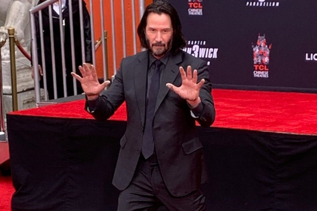 watch-keanu-reeves-become-immortalized-at-famous-graumans-chinese-theater-hand-ceremony-video