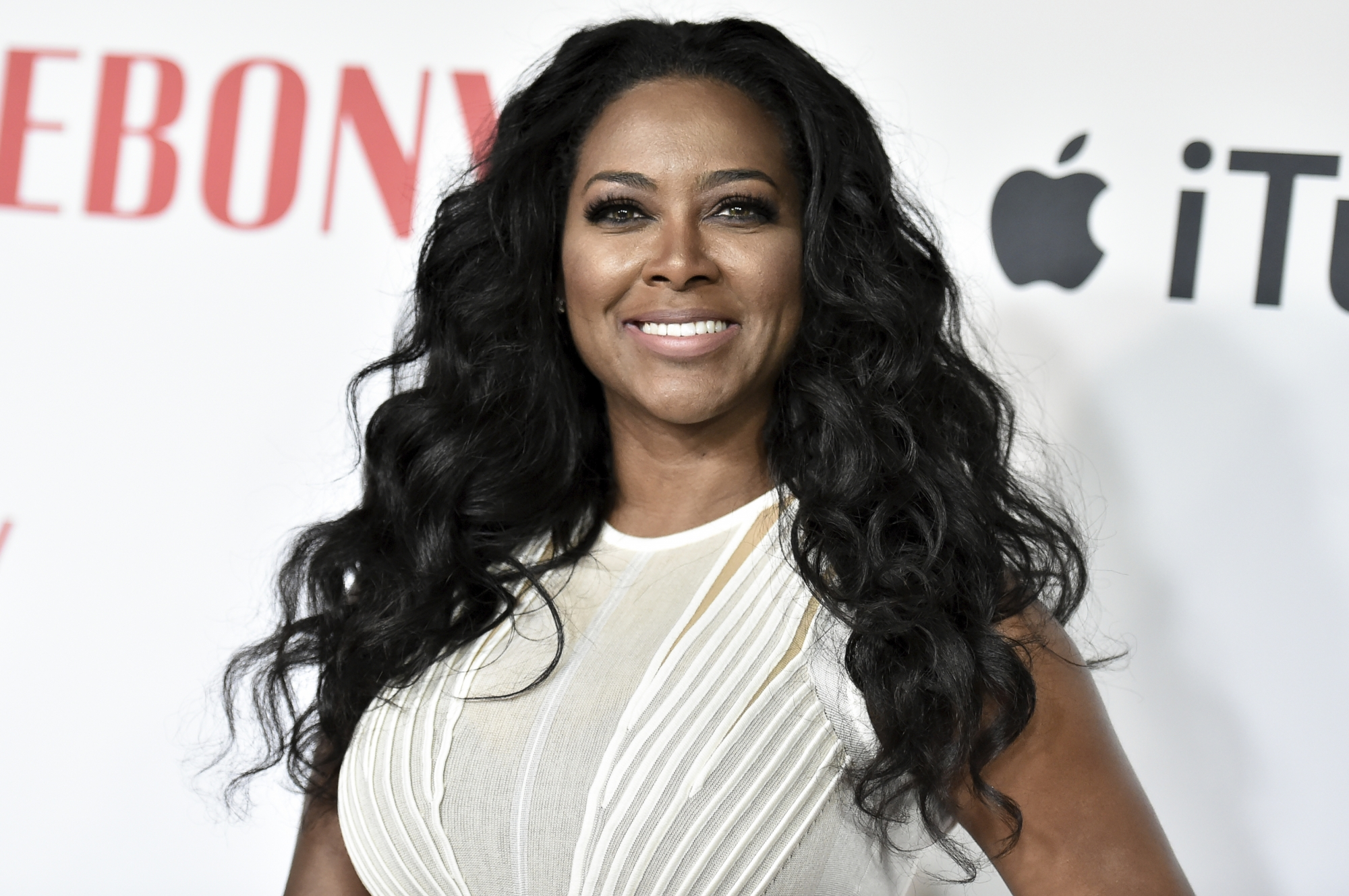 Kenya Moore S Fans Discuss Her Hair Care Products And Supplements Celebrity Insider