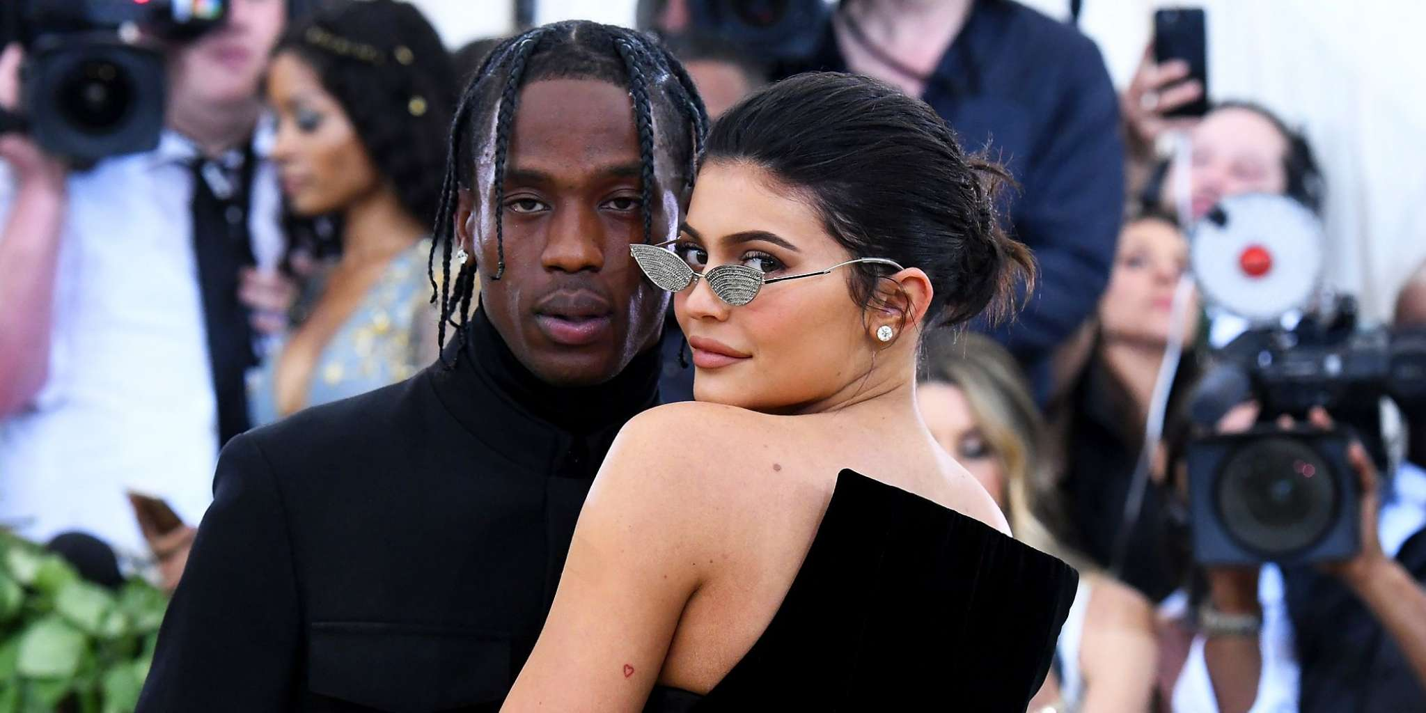kuwk-kylie-jenner-gives-travis-scott-a-tattoo-check-out-the-vid