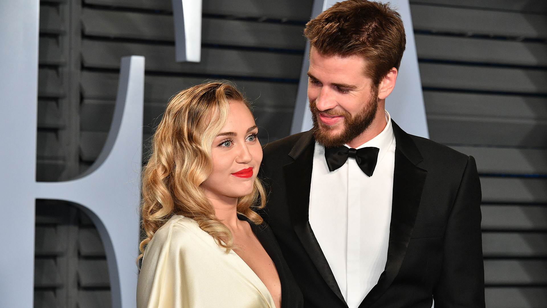 liam-hemsworth-jokes-he-wants-15-maybe-20-kids-with-miley-cyrus-and-reveals-when-theyll-start