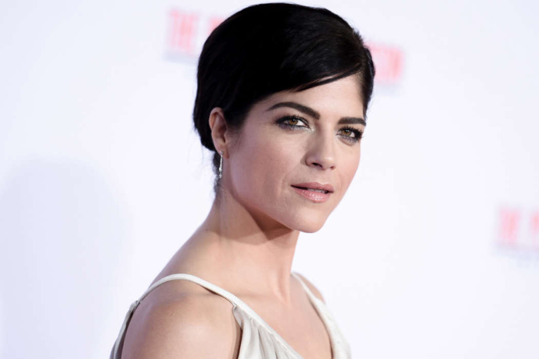 selma-blair-fights-back-against-trolls-who-accused-her-of-cultural-appropriation