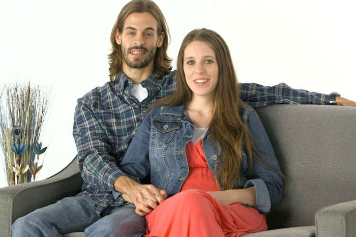 'Counting On' Fans Are Sure Jill Duggar Is Hiding A Baby Bump In The Latest Family Photos