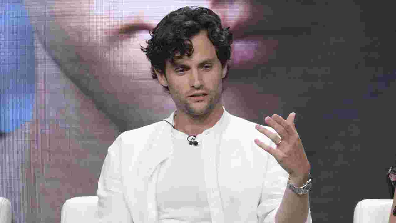 """season-two-of-you-on-netflix-is-filming-penn-badgley-talks-nauseating-scenes"""