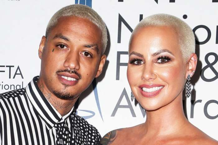 Amber Rose Goes Brunette And Shows Off Her Pregnant Figure In The Latest Pic