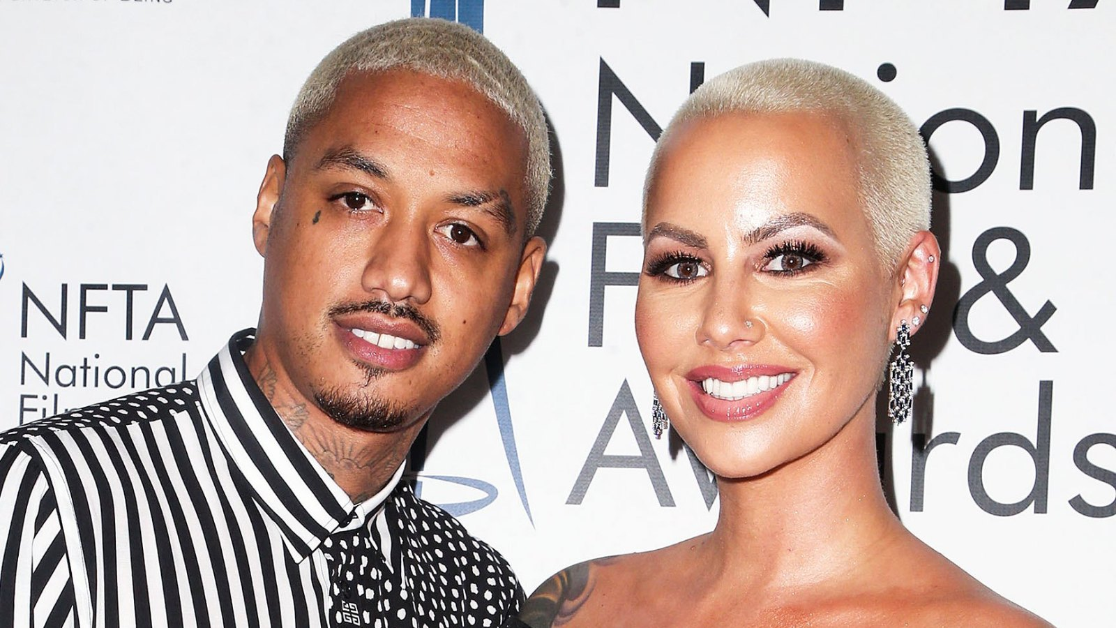 amber-rose-goes-brunette-and-shows-off-her-pregnant-figure-in-the-latest-pic