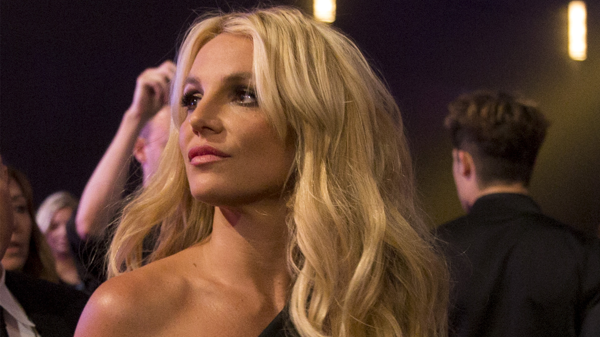 Britney Spears Has a Conspiracy Theory About Paparazzi Photos