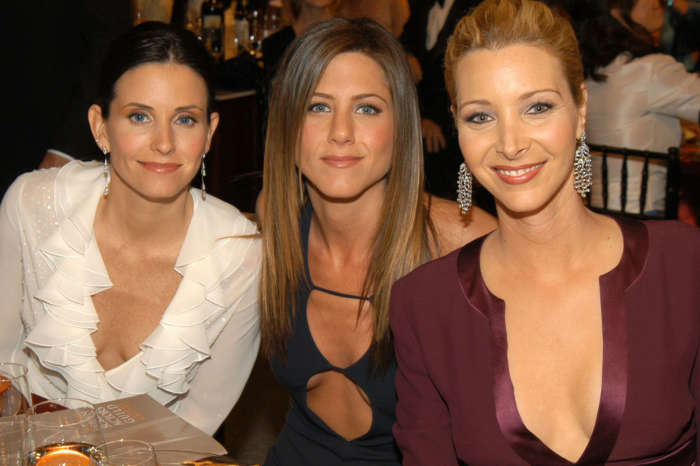 Jennifer Aniston, Lisa Kudrow And Courteney Cox Reunite And Fans Are Very Happy And Hopeful For A 'Friends' Revival!