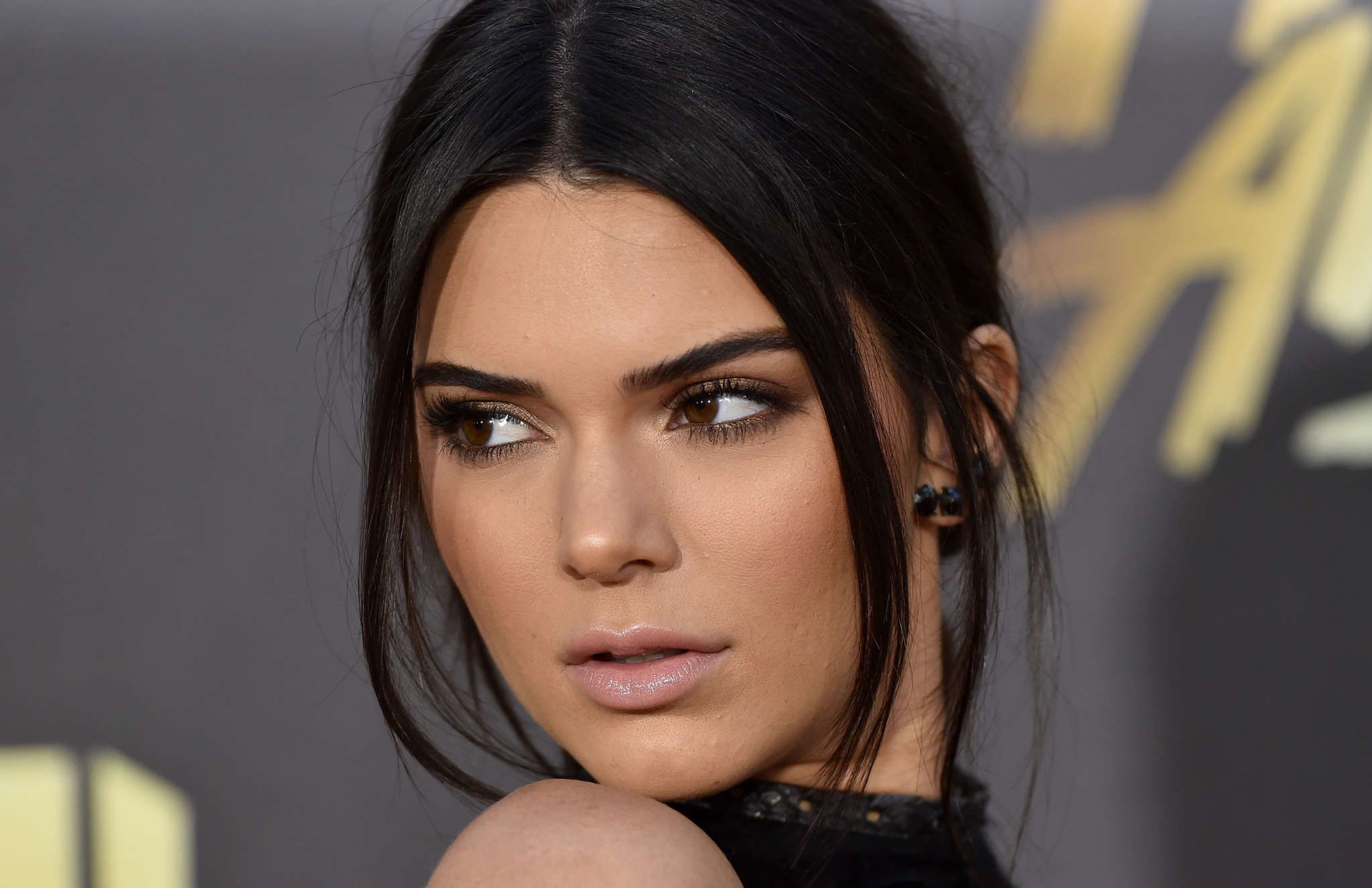 """kuwk-kendall-jenner-also-slammed-for-washing-her-face-in-under-10-seconds-after-the-kylie-skin-backlash"""