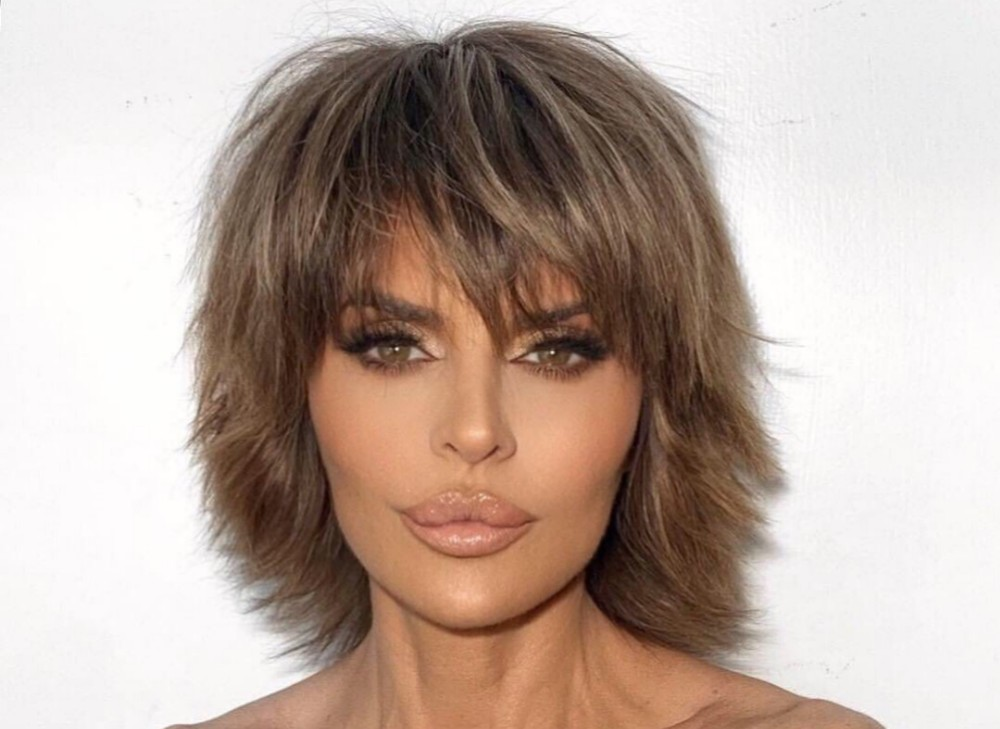 lisa-rinna-looks-gorgeous-as-a-blonde-but-very-much-unlike-herself-check-out-the-pics-of-the-rhobh-star