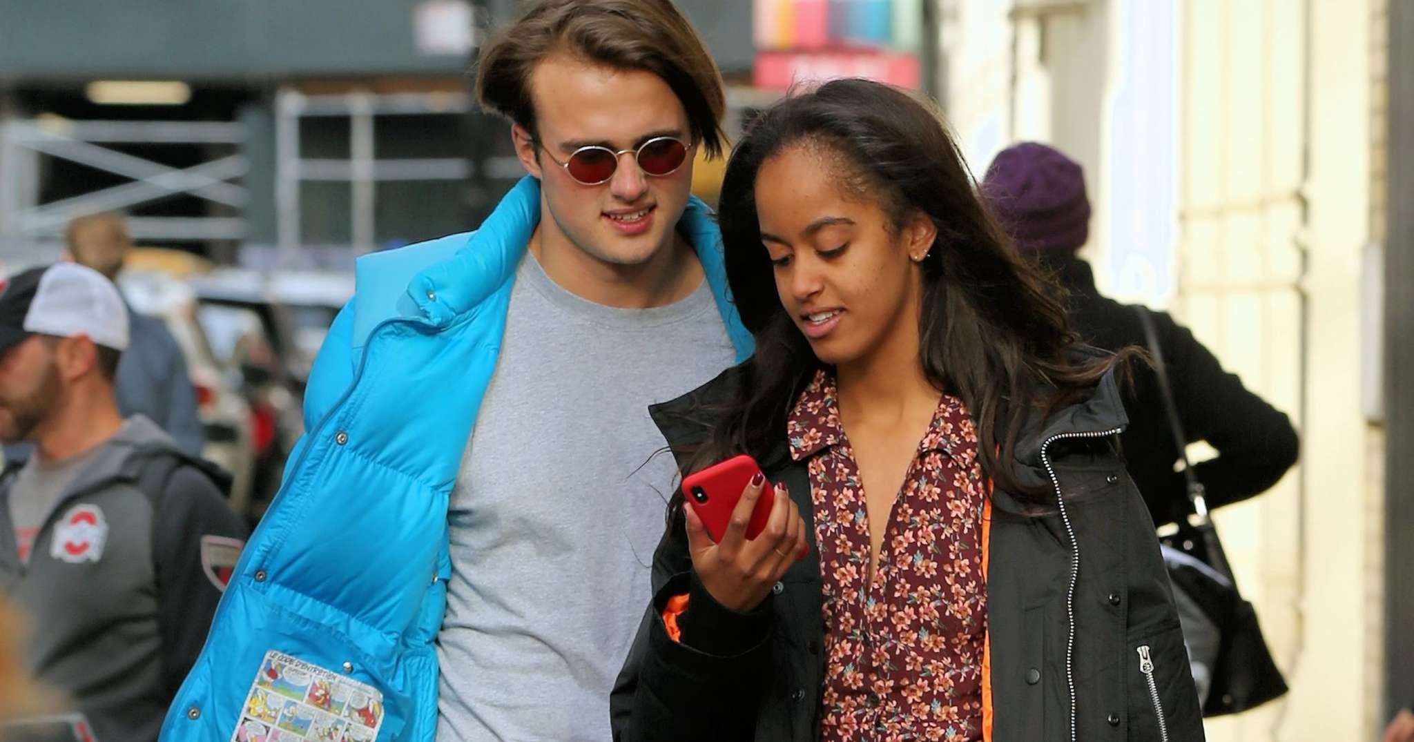 malia-obama-is-spotted-with-her-boo-in-los-angeles-some-fans-hate-that-shes-smoking-see-the-pics
