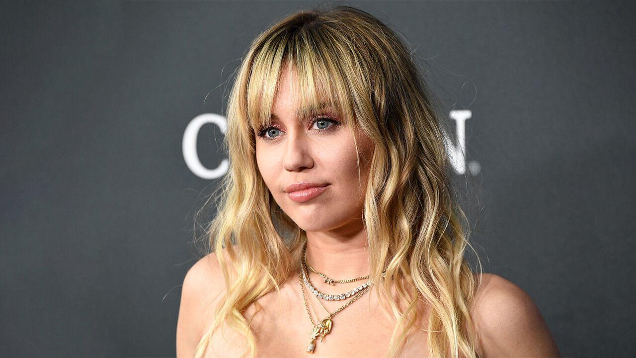 miley-cyrus-addresses-the-fan-groping-incident-in-barcelona-heres-what-she-had-to-say