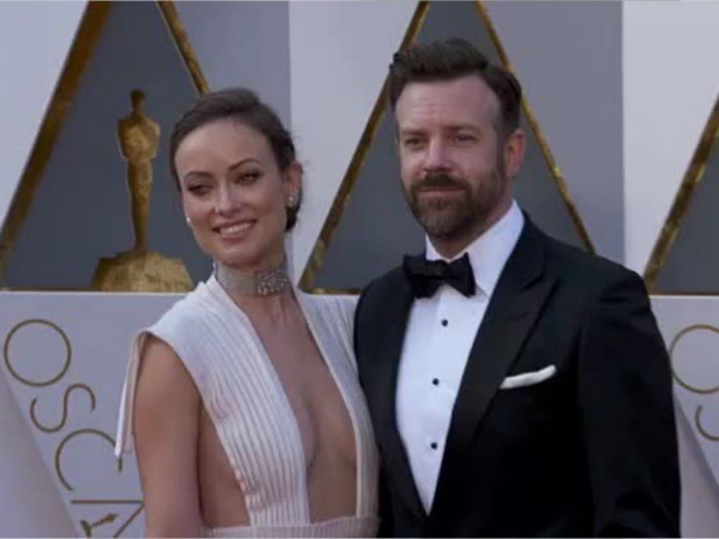"""""""jason-sudeikis-hilariously-roasts-olivia-wilde-over-an-incident-with-their-son-at-disneyland-in-new-video"""""""