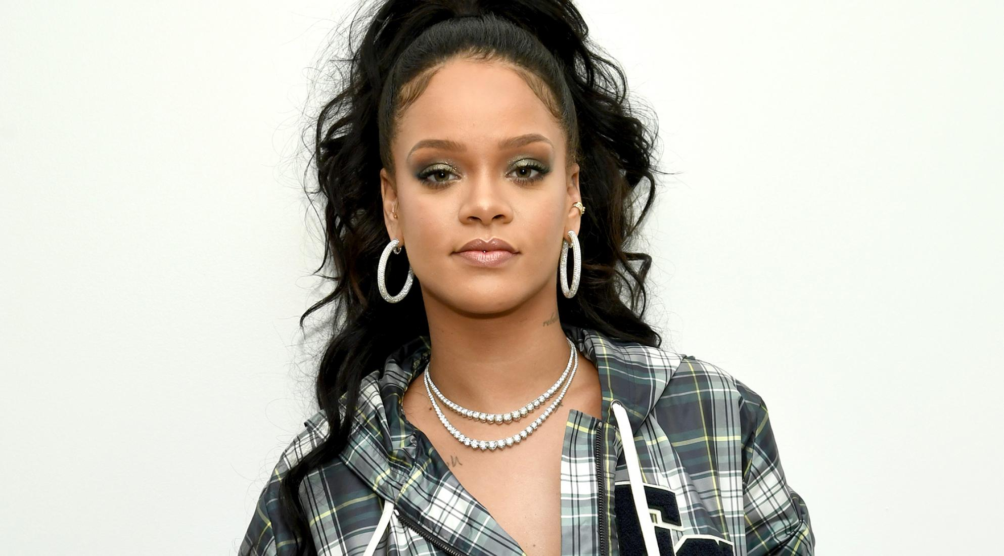 rihanna-finally-gives-fans-a-behind-the-scenes-look-of-the-new-album-recording-process