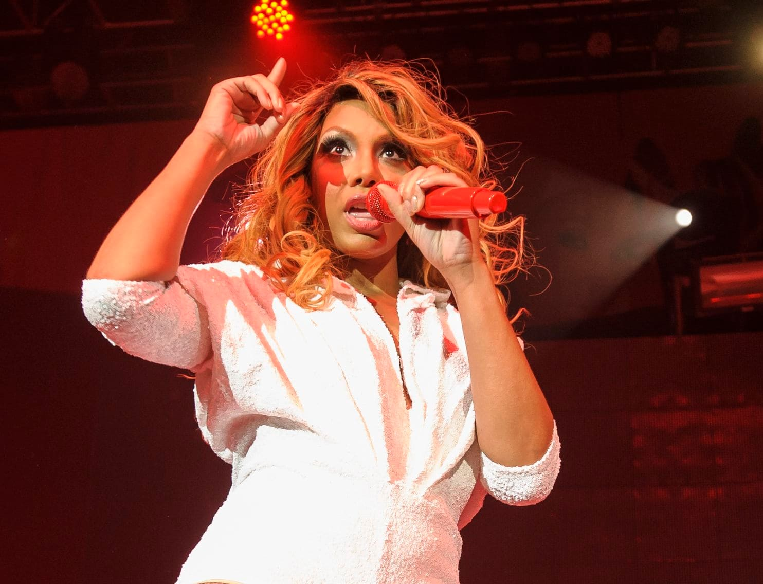 """tamar-braxton-wins-the-reality-royalty-award-fans-are-happy-but-ask-her-to-be-nicer-to-david-adefeso-and-stop-humiliating-him"""