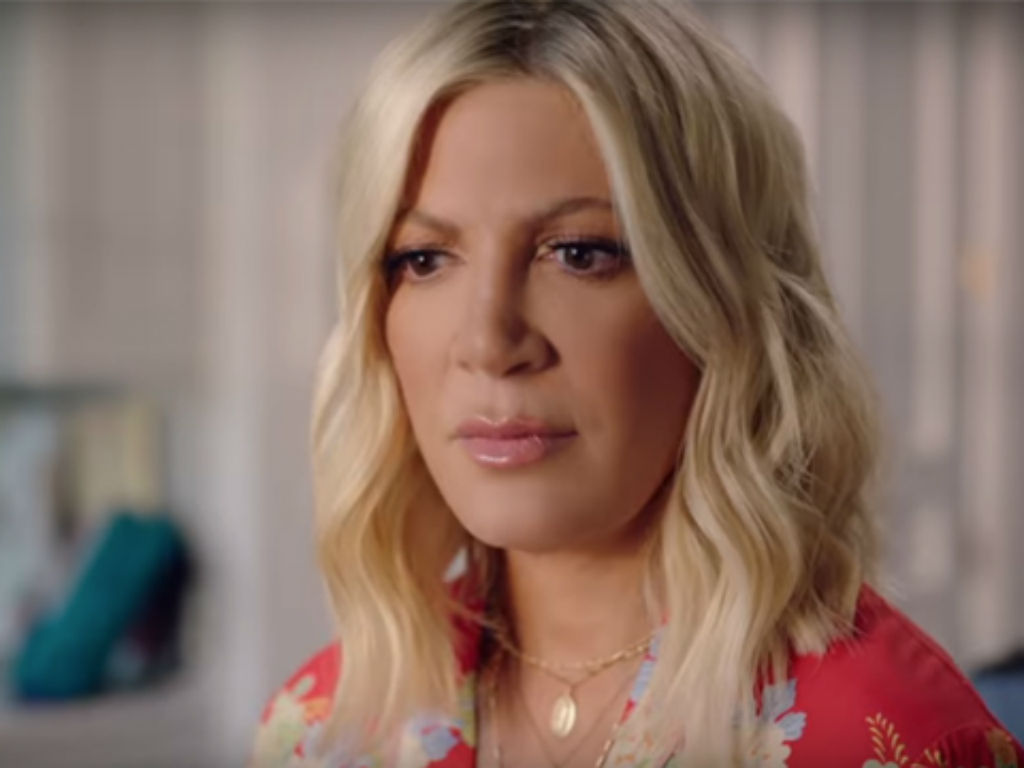 tori-spelling-gets-emotional-on-beverly-hills-90210-reboot-set-calls-show-a-do-over