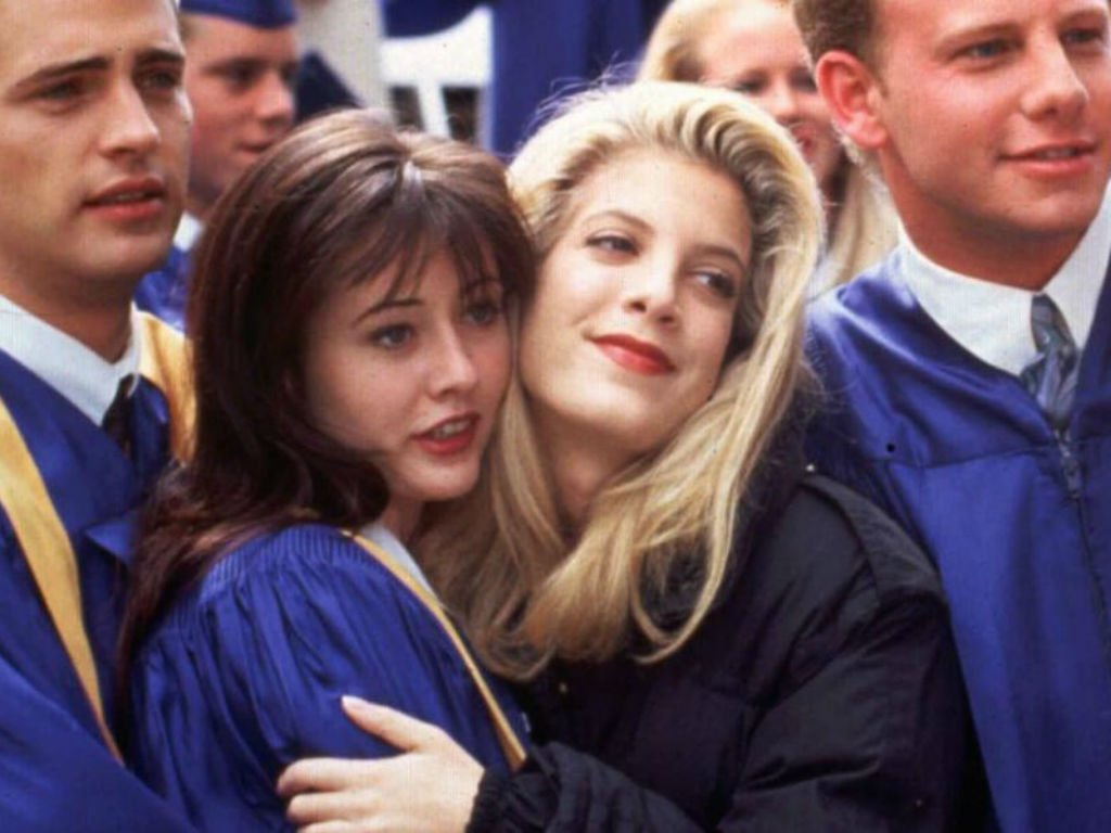 """""""tori-spelling-sets-the-record-straight-on-feud-with-beverly-hills-90210-costar-shannen-doherty"""""""