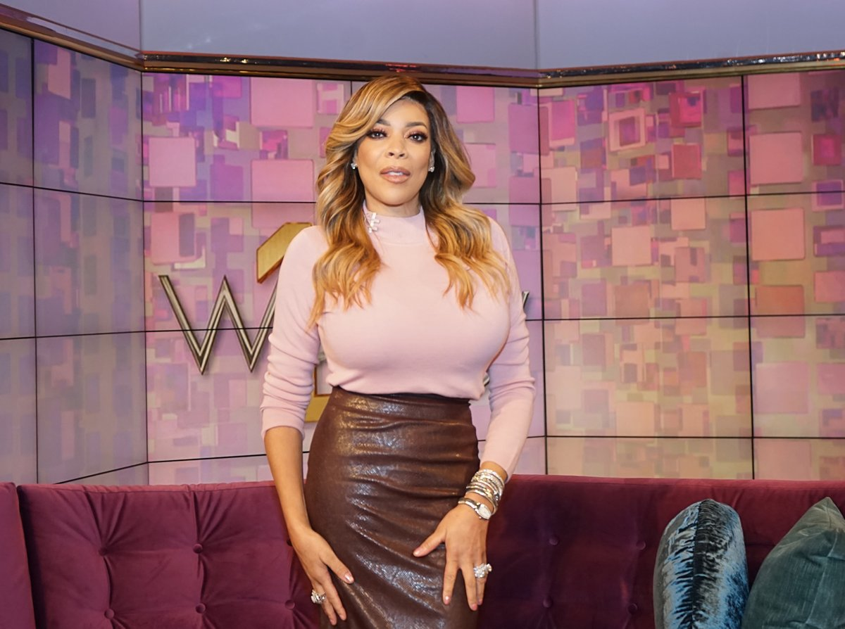 wendy-williams-looks-drop-dead-gorgeous-in-her-recent-photo-fans-are-now-convinced-kevin-hunter-was-holding-her-back
