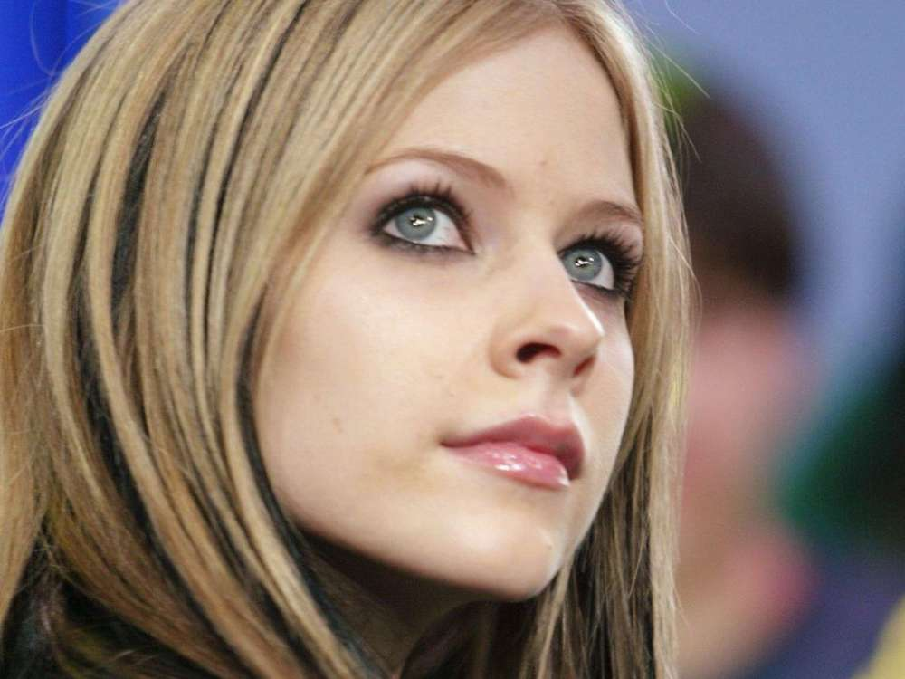 """avril-lavigne-under-attack-from-christians-on-the-internet-for-the-release-of-her-new-song"""