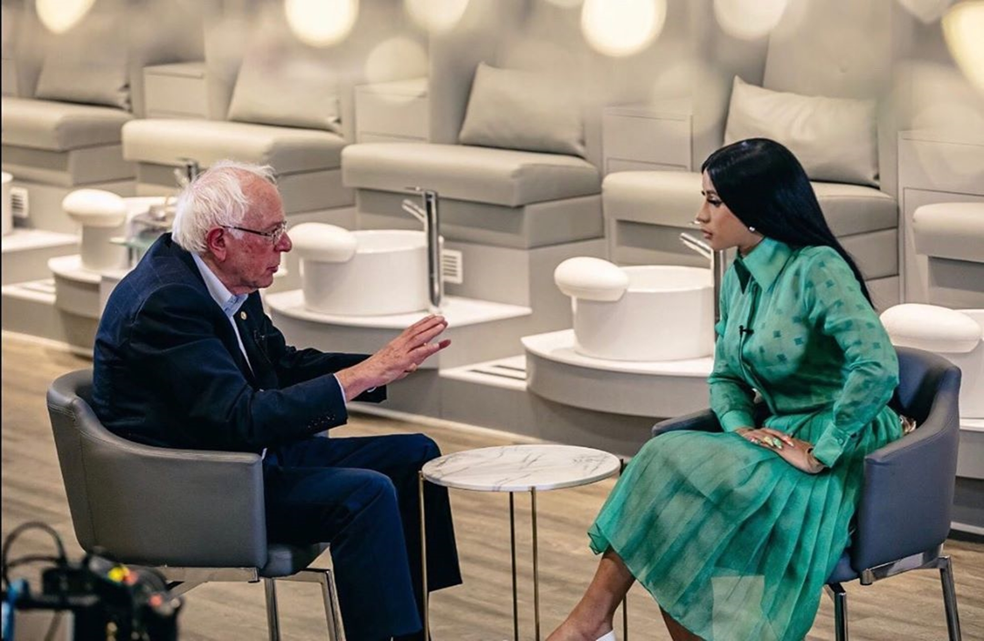 """cardi-b-makes-her-biggest-political-move-yet-sits-down-with-bernie-sanders-for-a-fascinating-interview"""