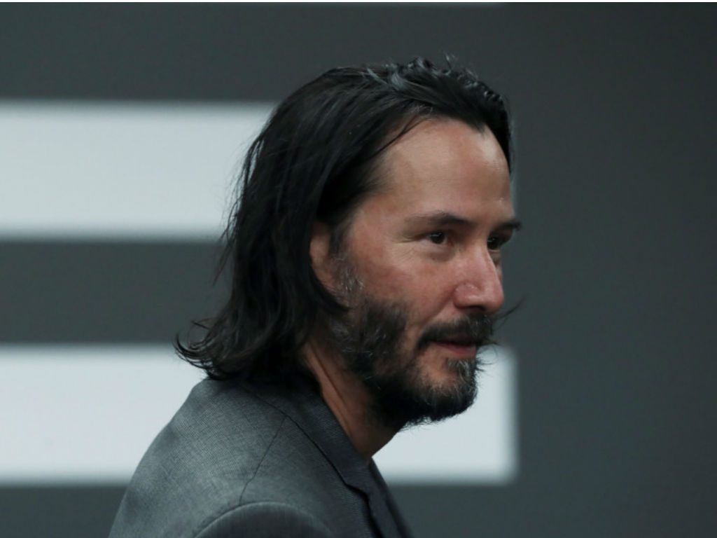 Keanu Reeves surprises family after yard sign tribute