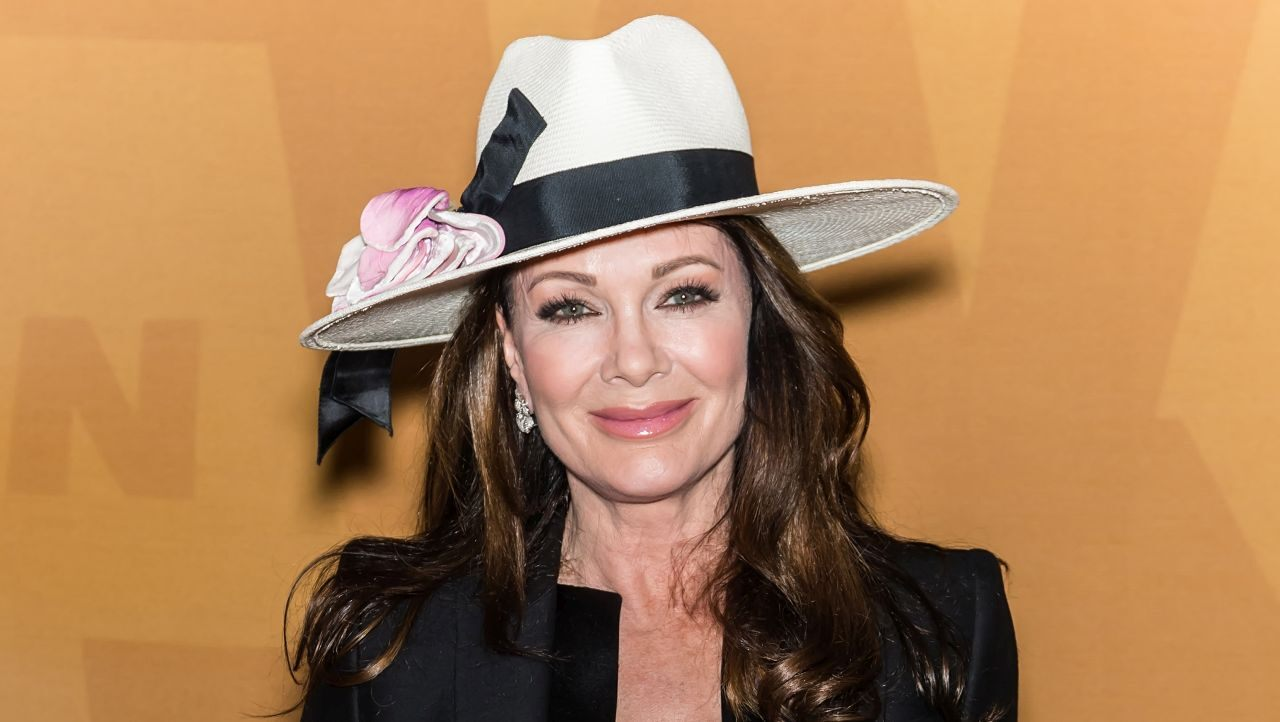 """lisa-vanderpump-sheds-tears-at-her-first-public-event-after-difficult-few-months"""