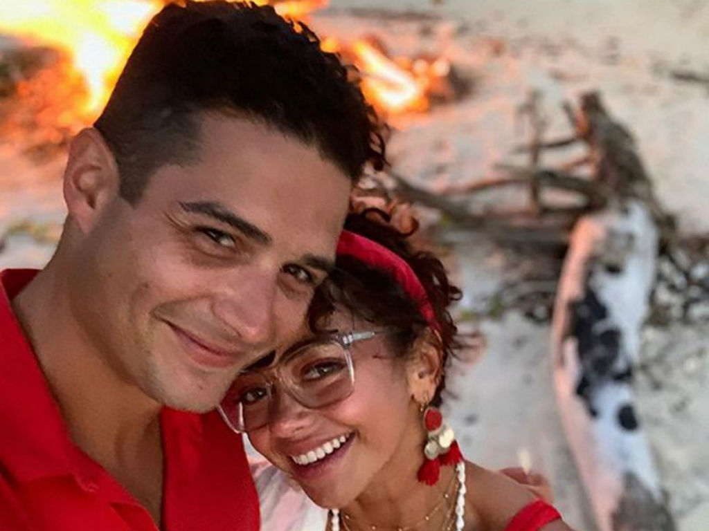 """sarah-hyland-claps-back-at-troll-who-slammed-her-engagement-ring-post"""