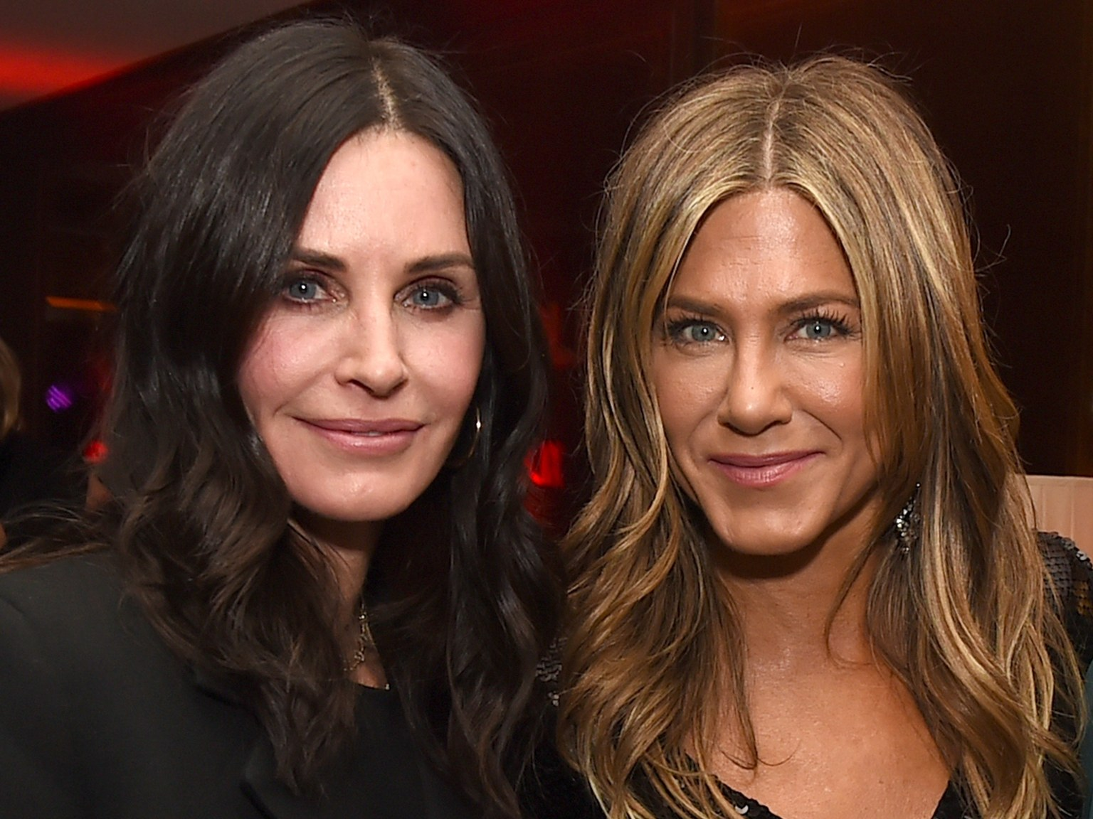 """jennifer-aniston-and-courteney-cox-reunite-again-and-fans-hope-friends-will-have-a-revival"""