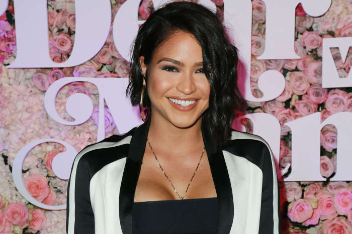 Cassie Poses In Her Birthday Suit To Flaunt Her Pregnancy On The Beach