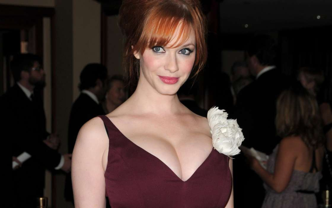 """christina-hendricks-reveals-she-was-the-hand-model-for-1999s-american-beauty-poster"""