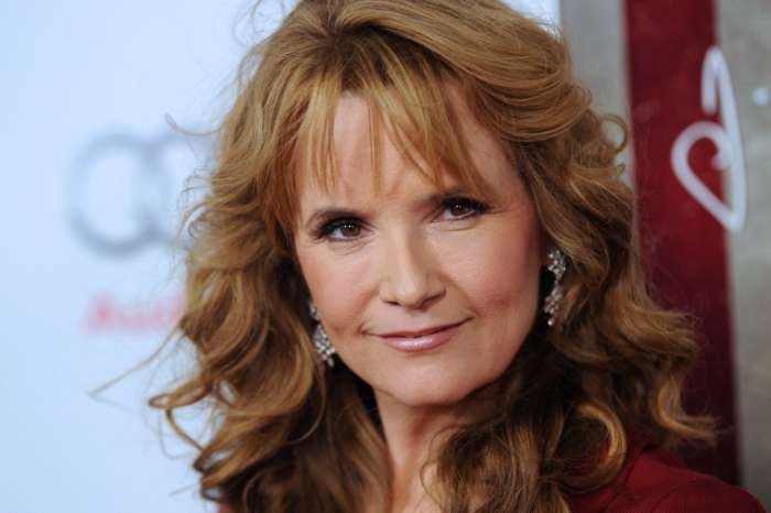 Lea Thompson Says That Women Can't Be Movies Stars After Giving Birth