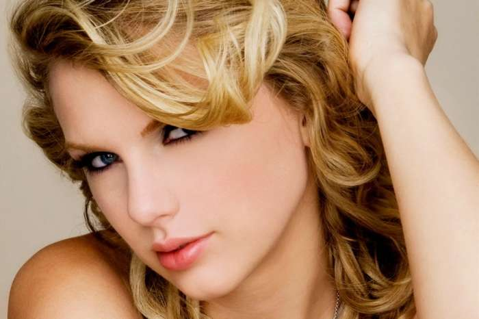 Taylor Swift Sends Fan Nearly $5000 For School - The Fan Shares The Screenshot On Instagram