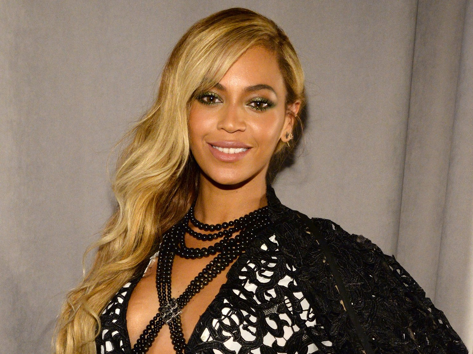 """""""beyonce-sparks-pregnancy-speculations-with-this-picture"""""""