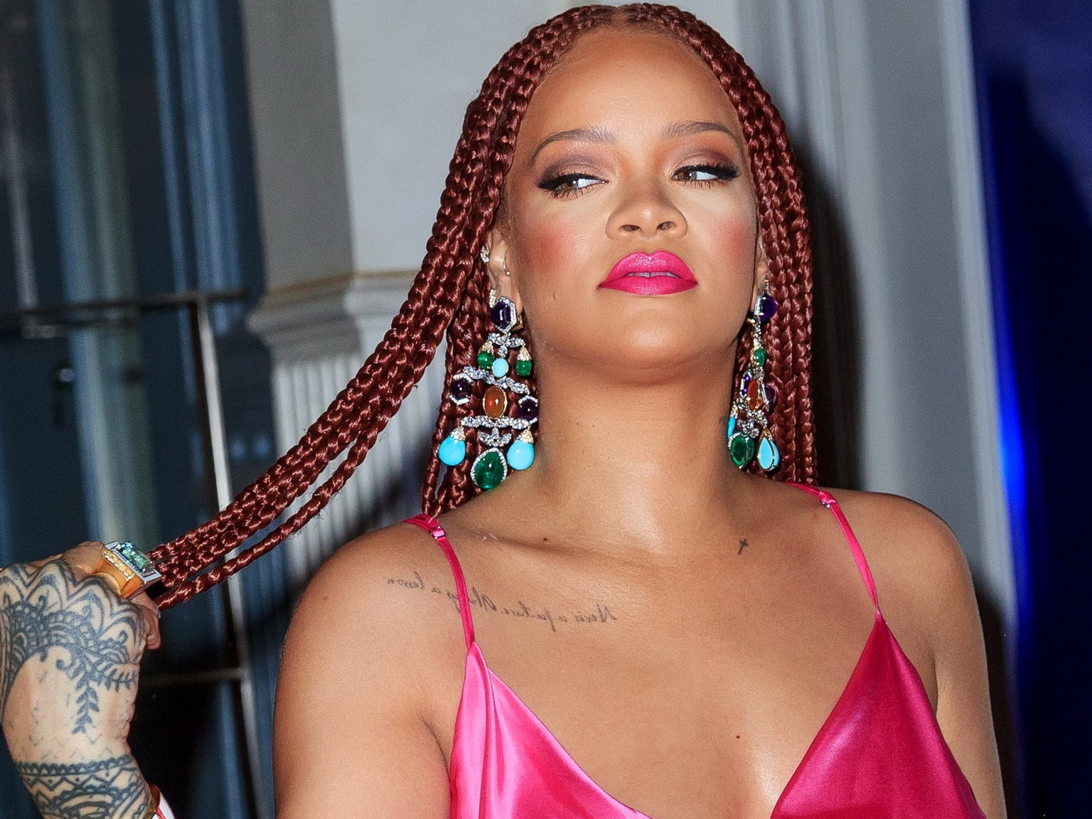 """""""rihanna-is-sick-and-tired-of-people-asking-her-about-new-music-see-the-video"""""""