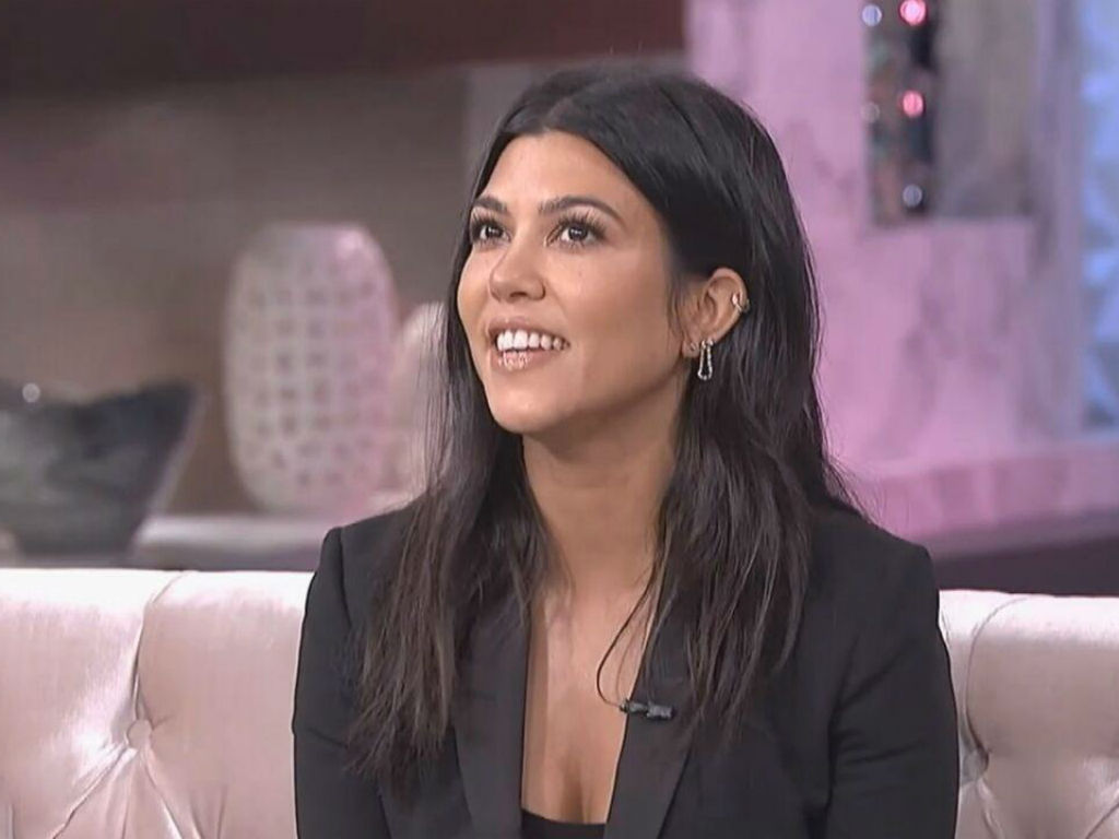 """kourtney-kardashian-dragged-by-fans-after-she-gives-tour-of-her-kids-100000-playhouse"""